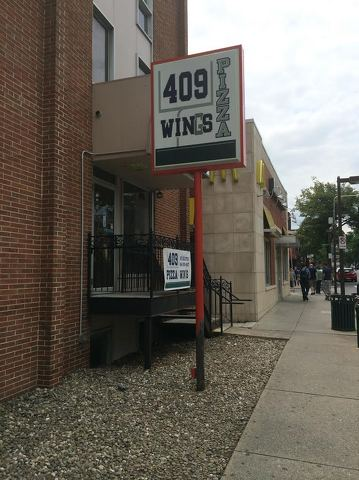 409 Pizza and Win(g)s Restaurant Opens on East College Avenue