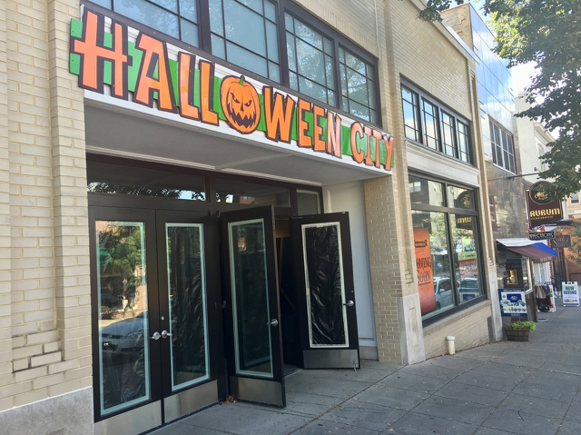 Halloween City to Open in Former Abercrombie & Fitch Location