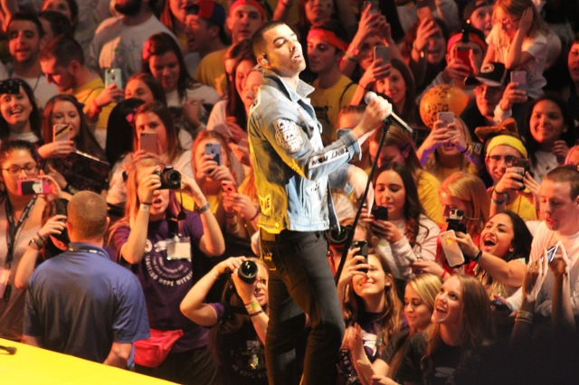 Joe Jonas and DNCE Give Surprise Performance at THON
