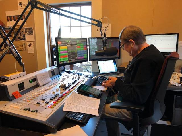 After Nearly 50 Years on Air, a Local Radio Voice Signs Off