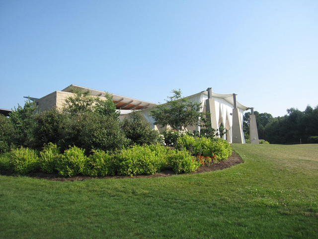 Shakespeare at the Arboretum Adds Drama to Blue-White Weekend