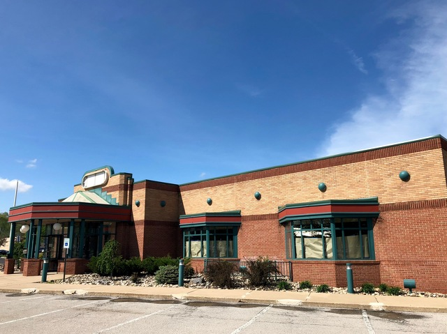 New Restaurant to Open in Former Eat'n Park Location