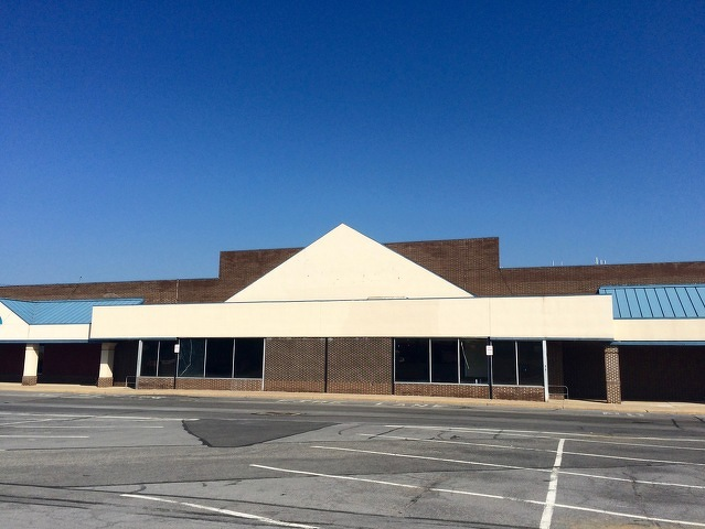 Early 2019 Opening Planned for New Hills Plaza Giant Grocery Store