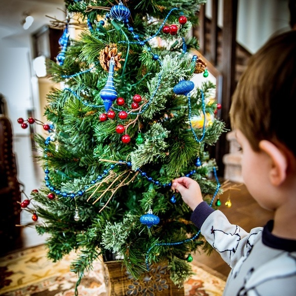 How parents can manage children's behavior during holidays