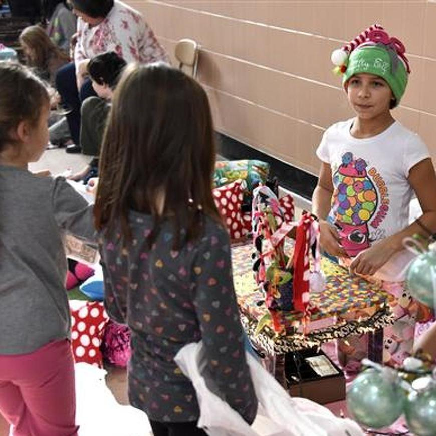 Houserville Elementary Students Help Charities with Holiday Craft Fair