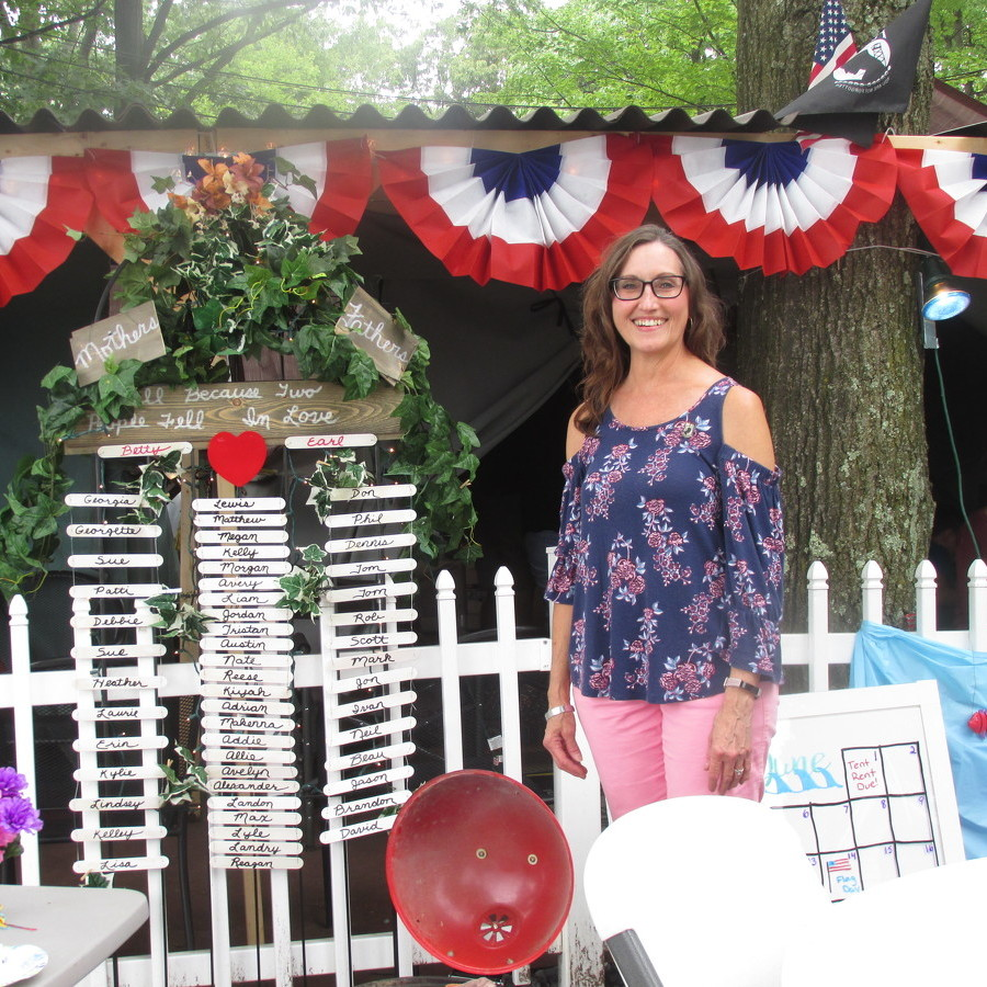 Sunday at the fair: Family gatherings and a surprise