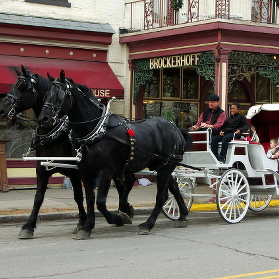 Bellefonte Celebrates the Season with Traditions
