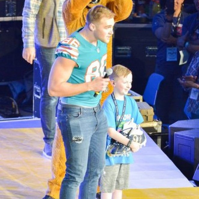 Mike Gesicki Makes Surprise Appearance at THON 2019