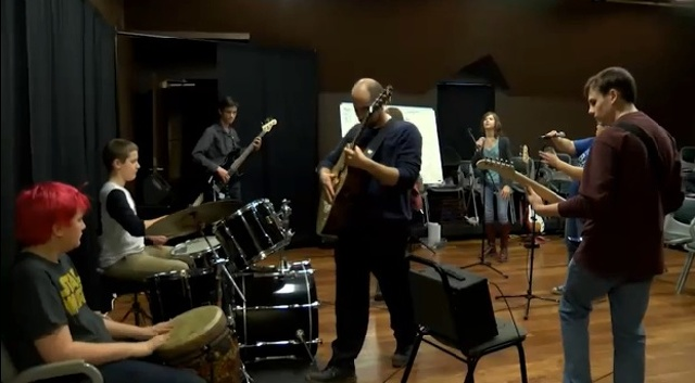 'Sounds' Gives Teens Rock & Roll Experience