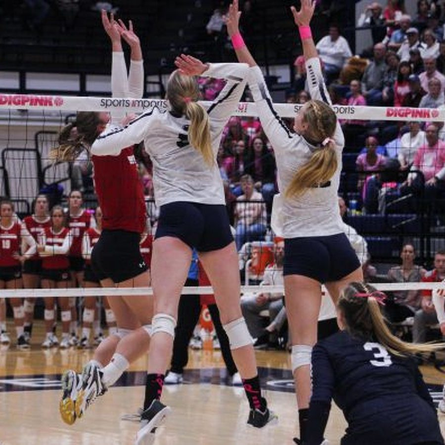 Top-Ranked Penn State Women's Volleyball Sweeps Iowa
